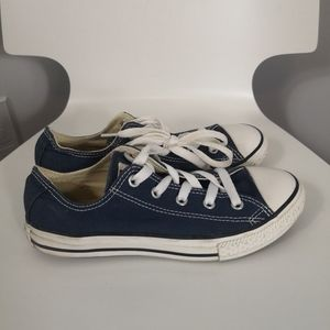 Youth Navy blue low cut Converse shoes
